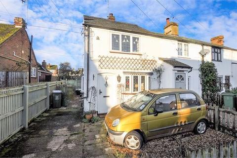 2 bedroom cottage for sale - Quainton Road, Waddesdon, Buckinghamshire. HP18 0LN
