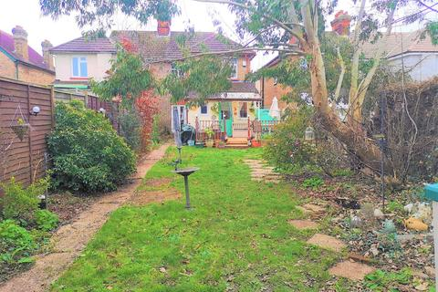 3 bedroom semi-detached house for sale - Byways, Burnham/Taplow borders, SL1