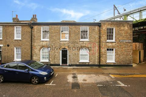 3 bedroom terraced house to rent - Flanborough Street  E14