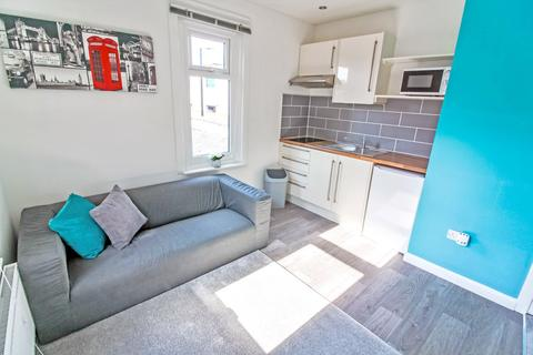 Studio to rent - Flat 2, Coventry Street, Stoke, Coventry