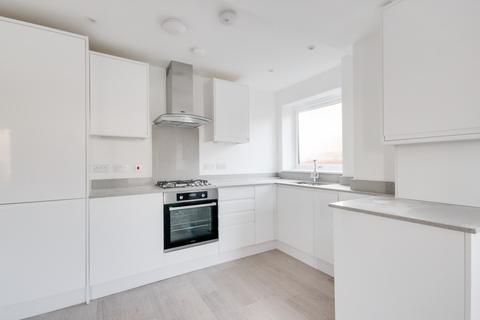 2 bedroom ground floor flat for sale - Faringdon Avenue, Romford, RM3