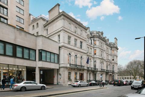 3 bedroom apartment to rent - Hamilton Mews, London, W1J