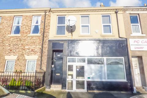 2 bedroom flat - Tynemouth Road, North Shields, Tyne and Wear, NE30 1EG