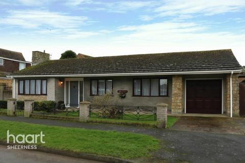 3 bedroom bungalow for sale - Dreadnought Avenue, Sheerness