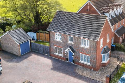 3 bedroom detached house for sale - Knights Mead , Lingfield , Surrey