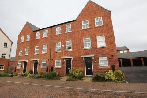 4 bedroom townhouse to rent - Kohima Crescent, Saighton