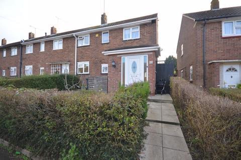 3 bedroom end of terrace house for sale - Runfold Avenue, Luton