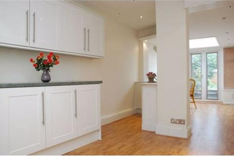 2 bedroom house to rent - Chiswick Road, London