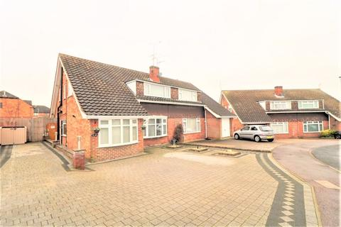 4 bedroom semi-detached house for sale - Lambs Close, Dunstable
