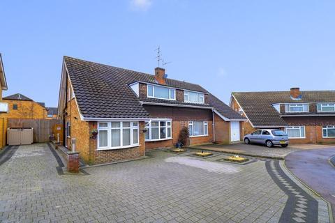 4 bedroom semi-detached house for sale - Lambs Close, Dunstable