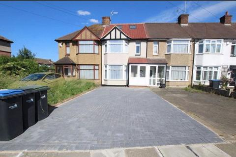 4 bedroom semi-detached house to rent - Carterhatch Lane, Enfield,EN1