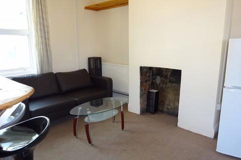 3 bedroom apartment to rent - Milner Road, Brighton