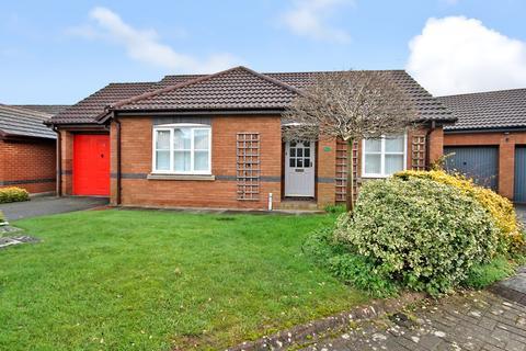 3 bedroom bungalow for sale - Farnham Close, Appleton, Warrington, WA4