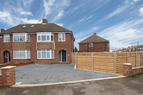 3 bedroom semi-detached house for sale - Sundown Avenue, Dunstable, Bedfordshire