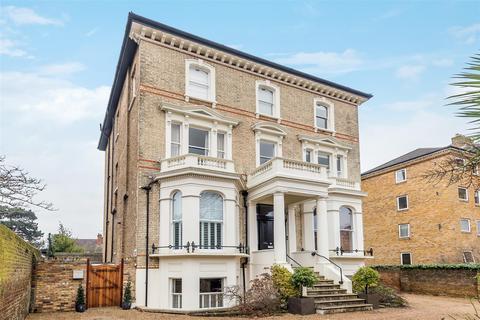 3 bedroom apartment for sale - Avenue Elmers, Surbiton