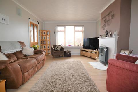 3 bedroom end of terrace house for sale - Elborough Road, Moredon, Swindon