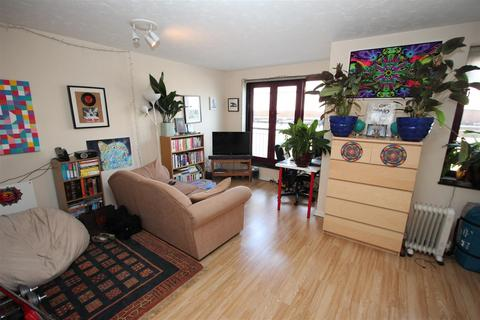 Studio to rent - Towerside, 150 Wapping High Street, Wapping