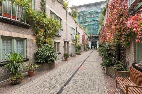 2 bedroom mews to rent - Kensington Garden Square, Bayswater, W2