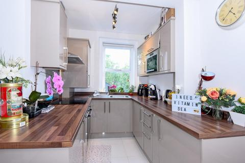 2 bedroom flat for sale - Chiswick Road, Chiswick
