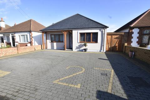 3 bedroom detached bungalow for sale - Sunbury road, Feltham, Middlesex, TW13