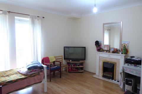 1 bedroom flat - High Street, Hounslow
