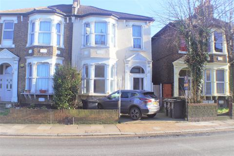 Studio to rent - Hither Green Lane , Hither Green, London SE13