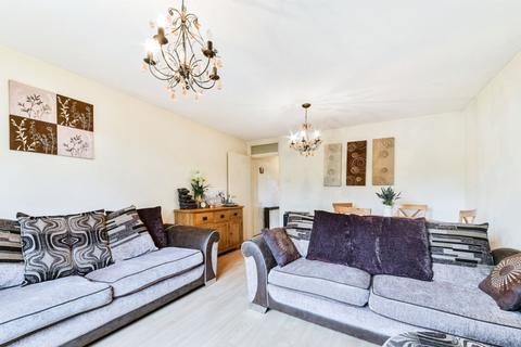 2 bedroom flat - Epsom Road, SM3