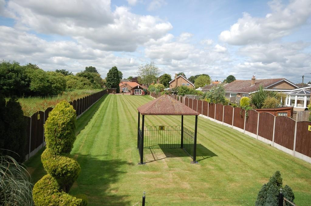 3 Bedrooms Detached Bungalow for sale in High Street, Hook