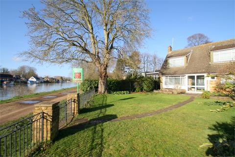 4 bedroom detached house for sale - Thames Side, STAINES-UPON-THAMES, Surrey