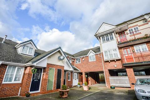 1 bedroom apartment to rent - St. James Court, Altrincham