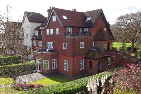 3 bedroom flat for sale - Oakwood Hall, Eyhurst Park, Kingswood, KT20