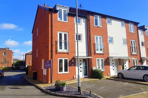 3 bedroom townhouse for sale - Larch Way, Stourport-On-Severn
