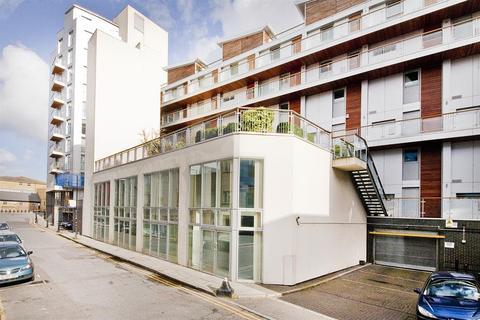 Property to rent - Palmers Road, London, E2 0SZ