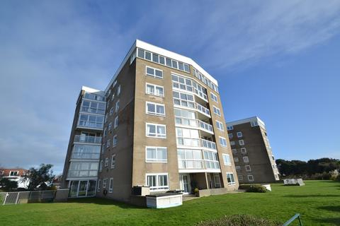 3 bedroom flat - Boscombe Manor