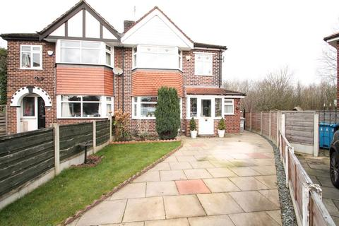 3 bedroom semi-detached house for sale - Lynn Avenue, Sale, Cheshire, M33 7BW