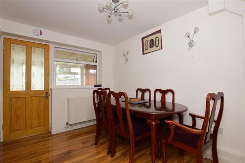 3 bedroom terraced house for sale - Shepherds Close, Romford, Essex