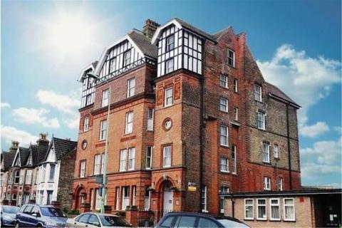 2 bedroom flat to rent - St Aubyns Court, London Road South, South Lowestof
