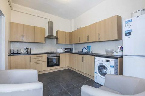 4 bedroom apartment to rent - Cavendish Gardens, Ilford