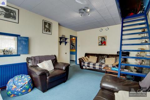 2 bedroom maisonette for sale - Garden Close, Northolt UB5 5ND
