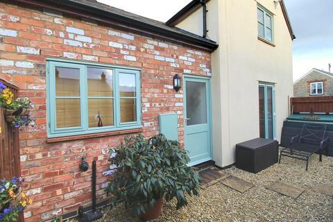 2 bedroom mews to rent - Manor Road, Brackley