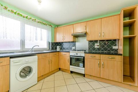 3 bedroom flat to rent - Bramall Close, London, E15