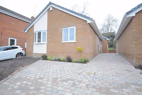 2 bedroom detached bungalow to rent - Grange Road, Stone