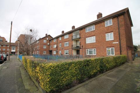 2 bedroom flat to rent - Watford Road, London, E16