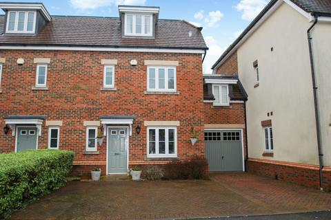 3 bedroom house for sale - North Close, Beaconsfield, HP9