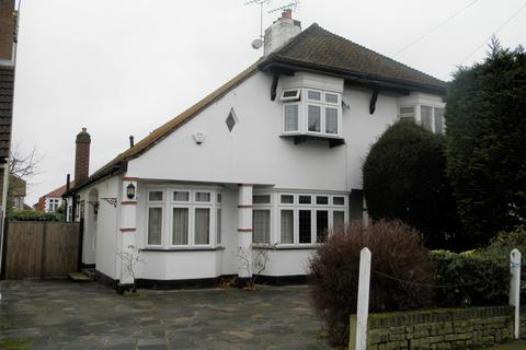 3 bedroom semi-detached house for sale - Beech Avenue, Upminster RM14