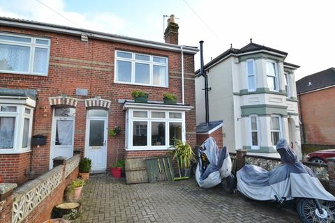 3 bedroom semi-detached house - St Denys