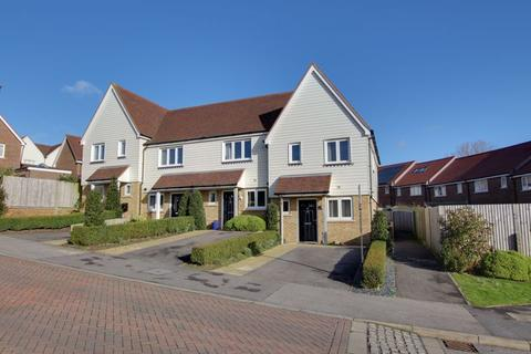 2 bedroom end of terrace house for sale - Barry Drive, Haywards Heath