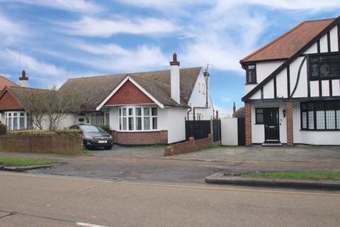 3 bedroom semi-detached house for sale - Bridgwater Drive, Westcliff-On-Sea
