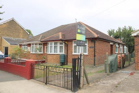 2 bedroom semi-detached bungalow for sale - Tachbrook Road, Feltham