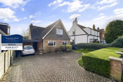 4 bedroom detached house for sale - Watton Road, Knebworth, Herts, SG3